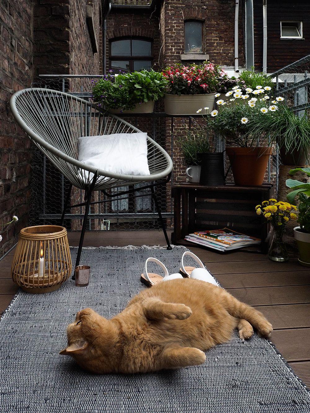 mit diesen tipps wird ein kleiner balkon zur stadtoase balkon kleine balkone und balkonideen. Black Bedroom Furniture Sets. Home Design Ideas