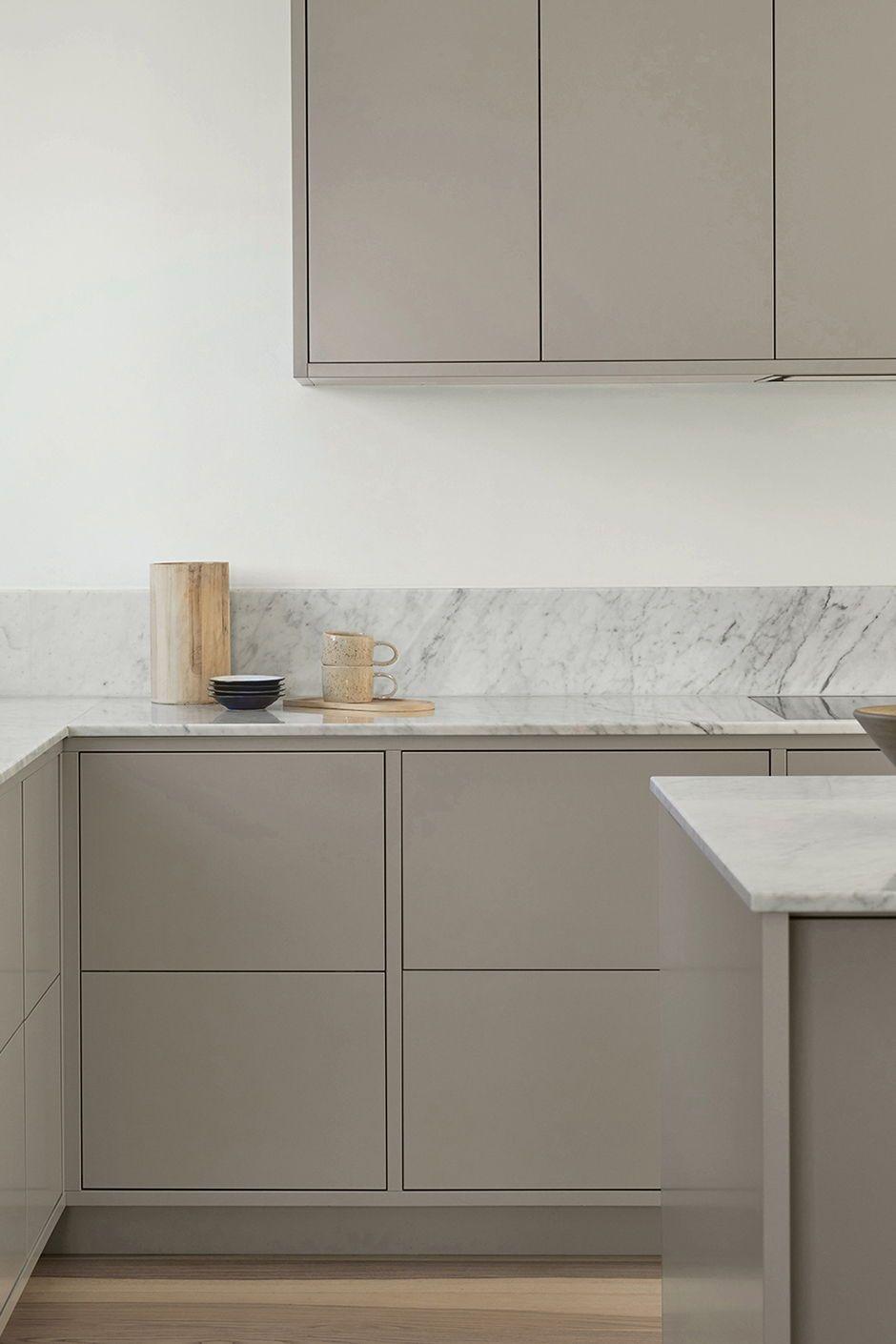 Standortgebaute Rahmenkuche In Minimalistischem Design Arbeitsplatte In 2020 Minimalistische Kuche Kuchen Design Kuchendesign