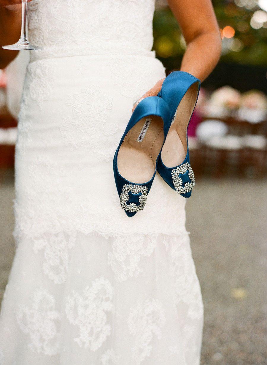 Ein paar blaue high heels weddings