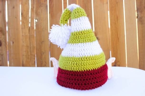 Free crochet elf hat pattern with ears! Make one for each member of the  family af7f6c756db