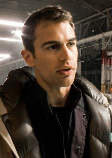 Theo Divergent