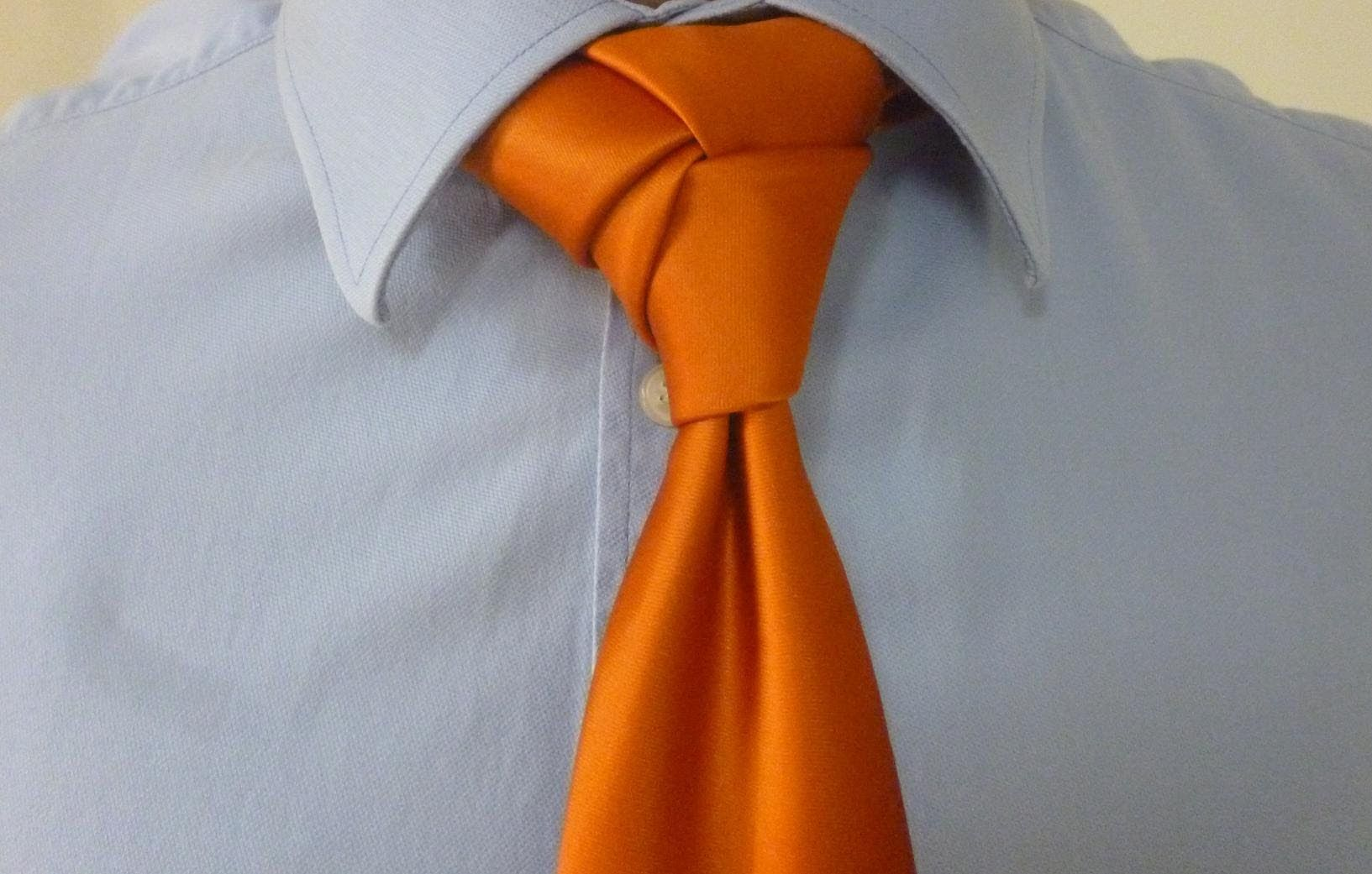 How To Tie The Rose Knot For Your Necktie Playlist Tutorial Knots Diagram Learning Ties Trinity