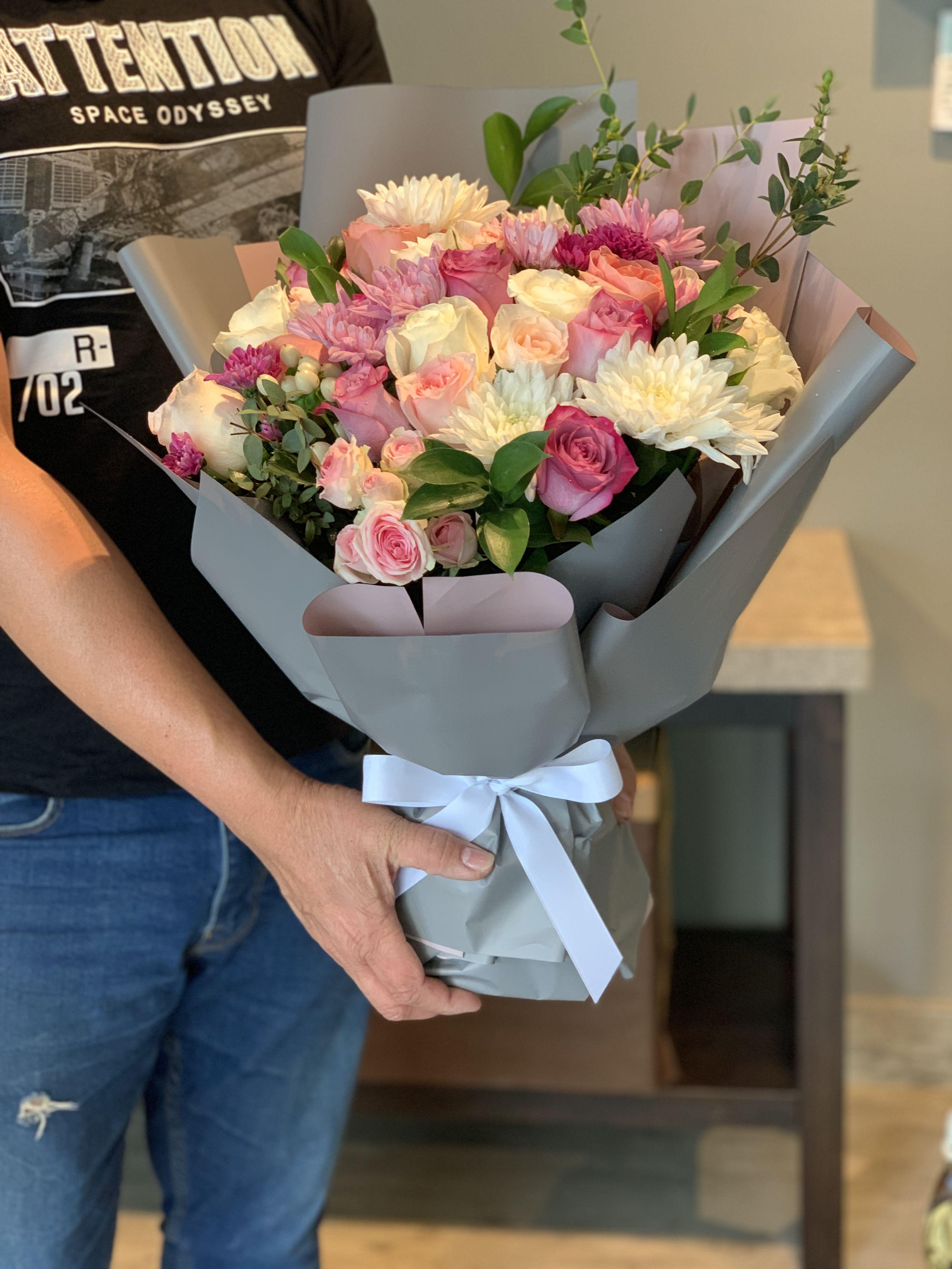 Pin By Fiori Bahrain On انمي Valentine Flower Arrangements Flower Arrangements Rustic Wedding