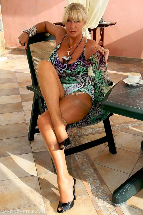Blonde milf photos