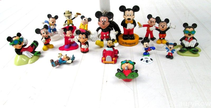 @LauryRow https://www.facebook.com/pages/Disneycollecbell/603653689716325