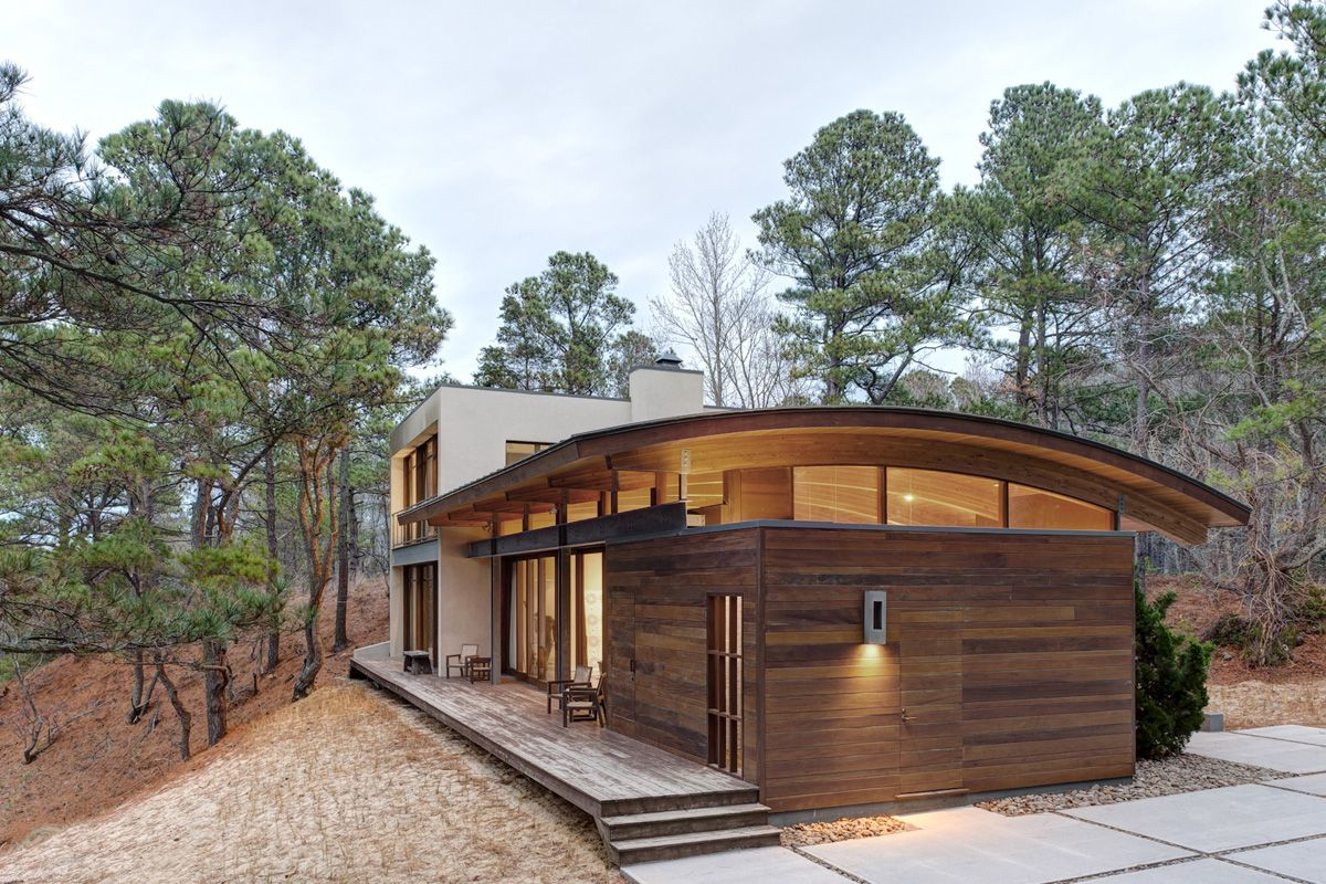 Best Contemporary Forest House With Curved Metal Roof Forest House Architecture House Design 400 x 300