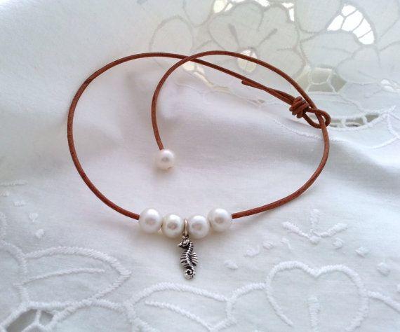 Gargantilla de cuero plata de ley y perlas de por CaneladePlata.