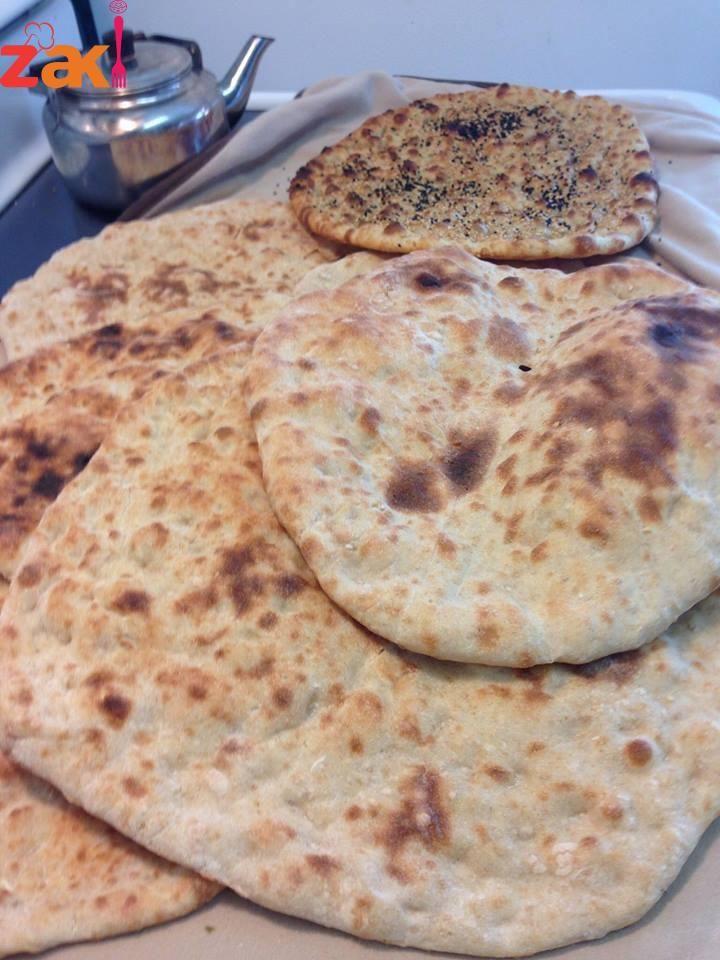خبز البيت لسا سخن مين بدها الطريقة زاكي Arabic Food Food Arabian Food
