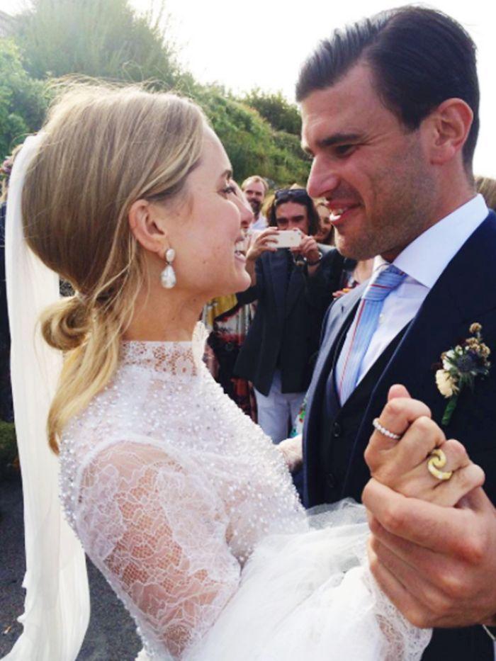 No One\'s Buying White Diamond Engagement Rings Anymore | White ...