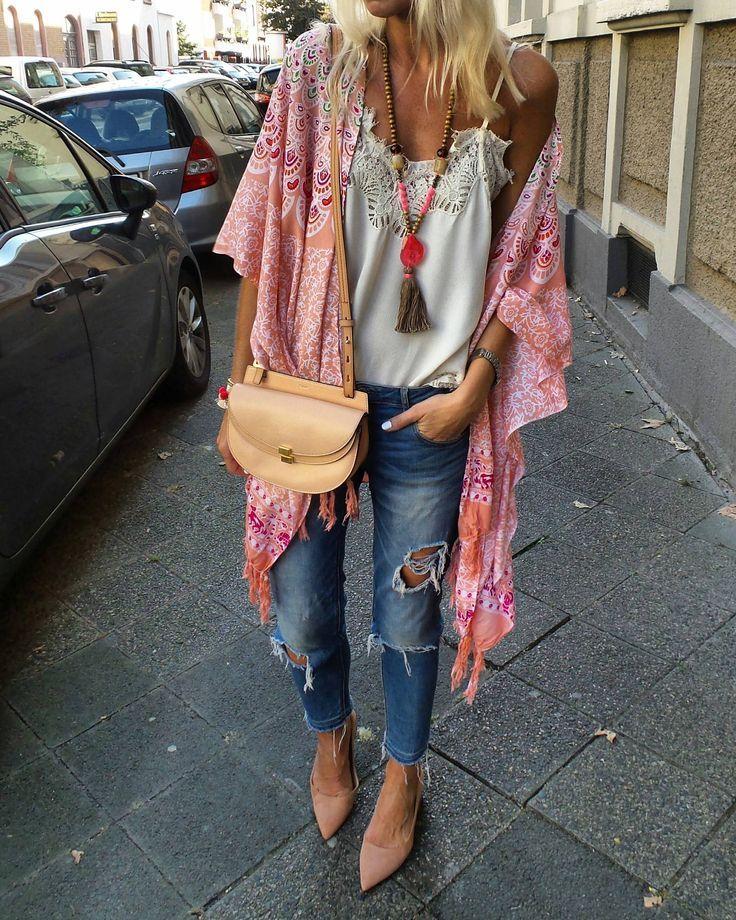 In love with my new kimono VAVAWOOM #bohofashion #bohostyle #freestyle #bohoch …