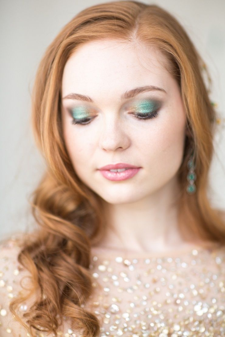 Emerald and gold wedding make up | bridal make up | fabmood.com #wedding #weddingstyledshoot #weddingphotos #weddinginspiration #weddingphotography #fineartwedding #fairytalewedding