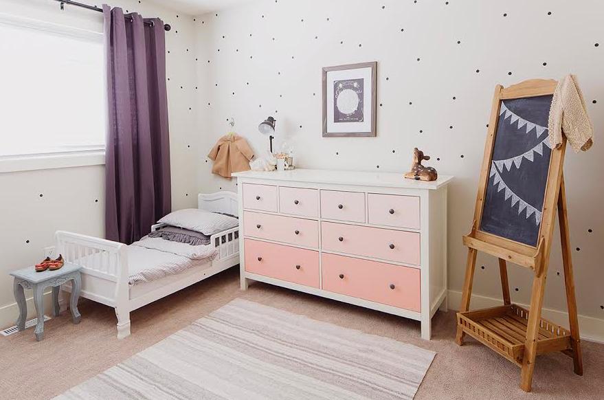 modernes kinderzimmer mit farbigen highlights kinderzimmer kids rooms pinterest. Black Bedroom Furniture Sets. Home Design Ideas