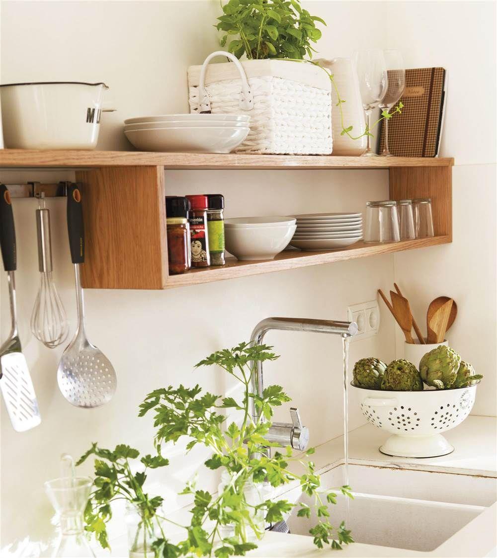 10 soluciones para que el orden se suba por las paredes for Estantes para cocina pequena