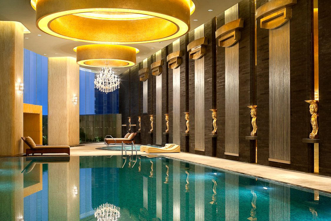 Westin guangzhou hotel indoor swimming pool pools for Interior swimming pool