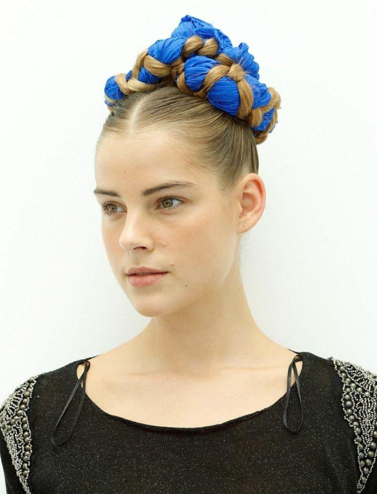 Frisuren Mit Dem Band Haarschnitte Beliebt In Europa