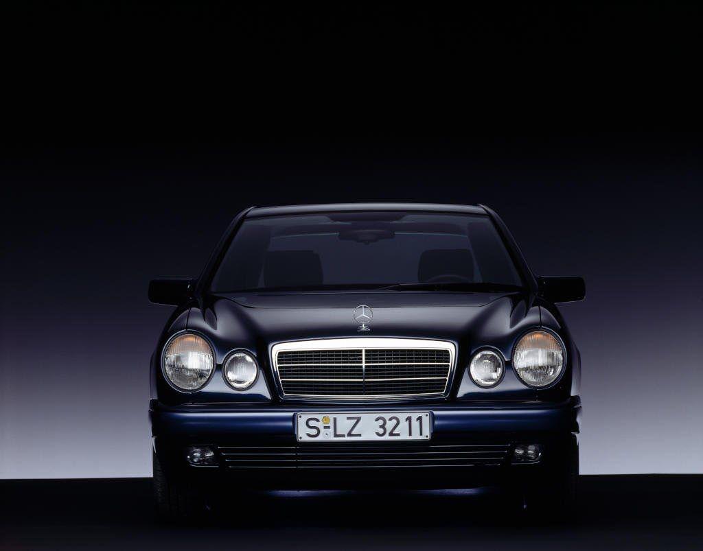 Mercedes Benz E Klasse W210 Turisticheskaya Fotografiya