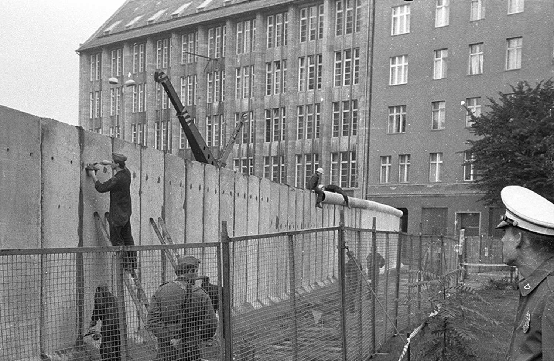 Fotovergleich Berlin Kurz Vor Dem Mauerfall Und Heute Berliner Mauer Mauer Berlin Geschichte