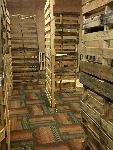 using pallets to create haunted halloween maze walls very detailed