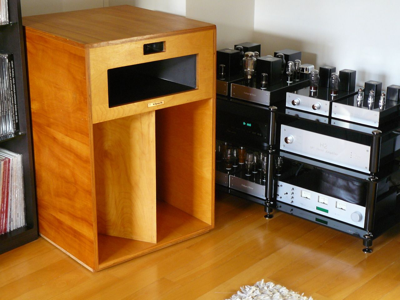 klipsch la scala from 1975 with a pretty slick tube. Black Bedroom Furniture Sets. Home Design Ideas