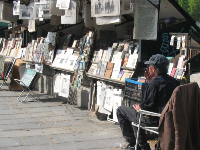 Paris bouquinistes ask for heritage status (With images ...