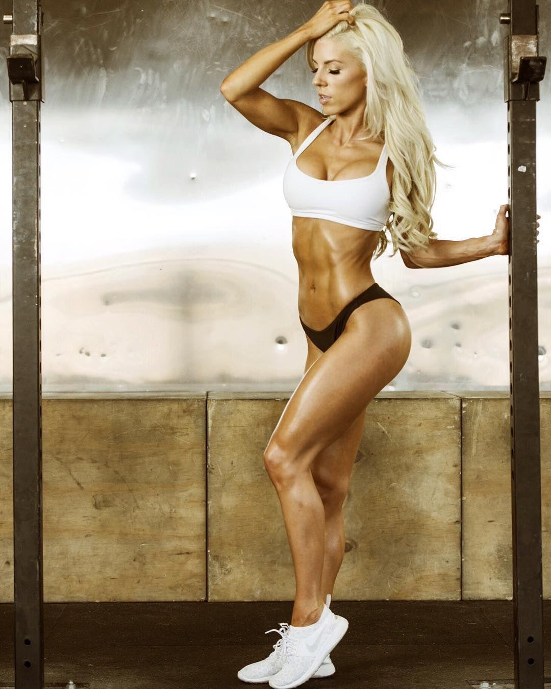 Sexy #Fitnessmodel Heidi Somers zeigt tolle #Beine :) Für die totale Fettverbrennung: http://j.mp/fatburner-1