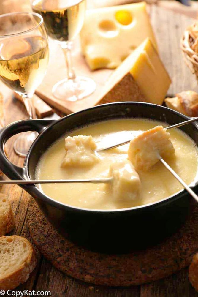 Copycat Melting Pot Cheddar Cheese Fondue