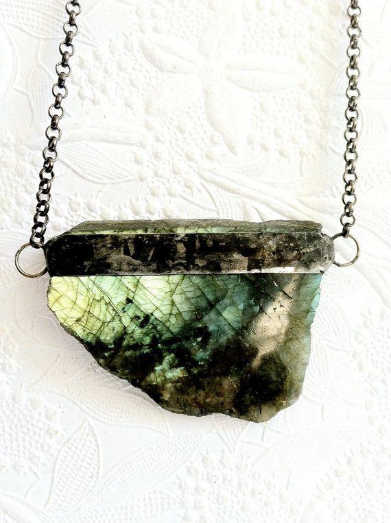 Labradorite Crystal Necklace, Green Crystal Jewelry, Raw Labradorite, Rainbow Moonstone Necklace, Unisex Crystal Jewelry, Spiritual Stones