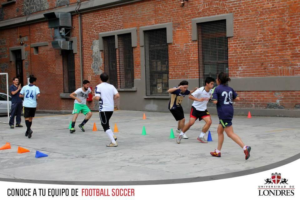 Deportes Diferentes Deportes: Práctica De Equipo Representativo De Fútbol.