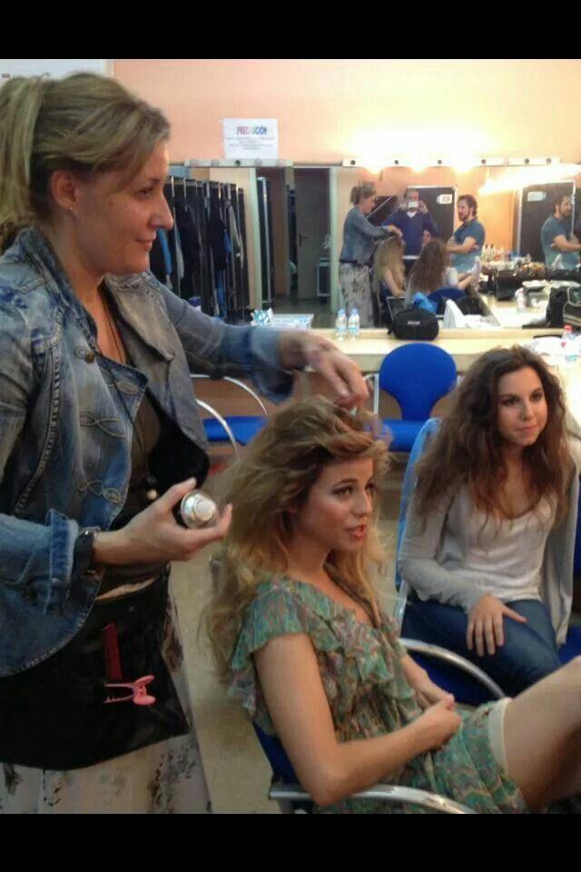 """Preparando a Las Actrices de La Obra """"Los Miserables"""" para Reportaje de Fotos..."""