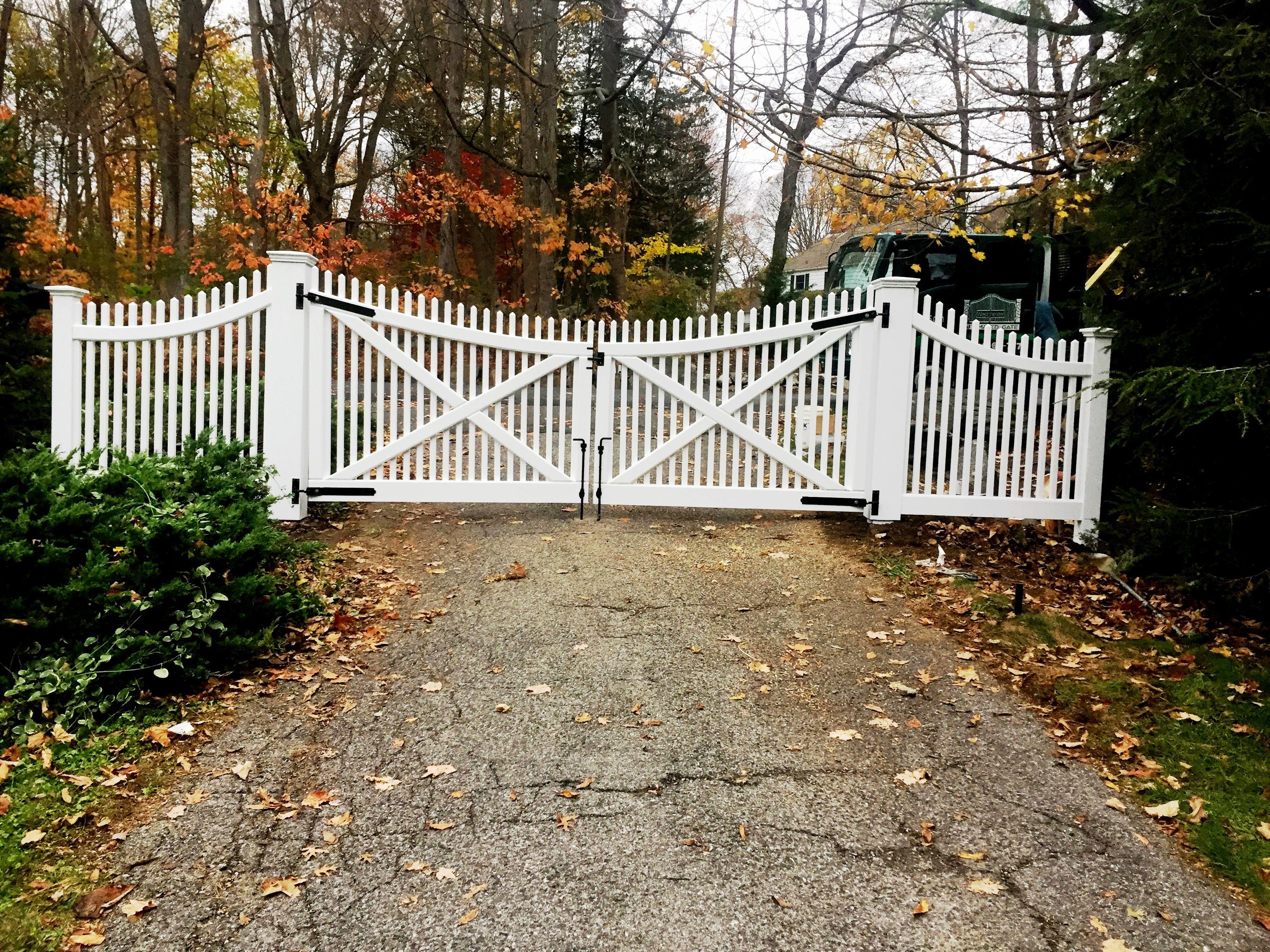 Scalloped Cedar Picket Driveway Gates Driveway Gate Driveway Picket Fence Gate