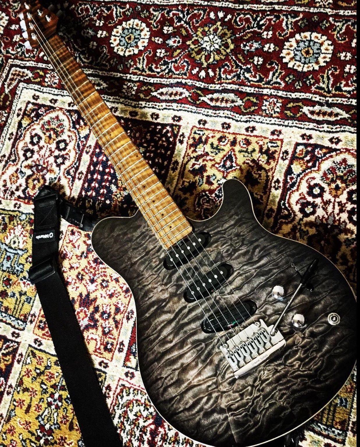 Pin By Adriana Cunha Dos Reis On Guitars Custom Guitars Guitar Rig Guitar