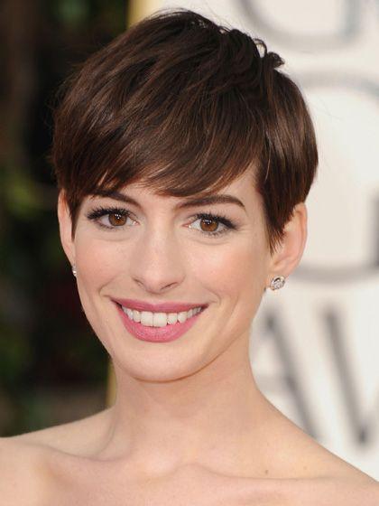 Anne Hathaway- Corte pixie al costado Looks Celebrity Pinterest