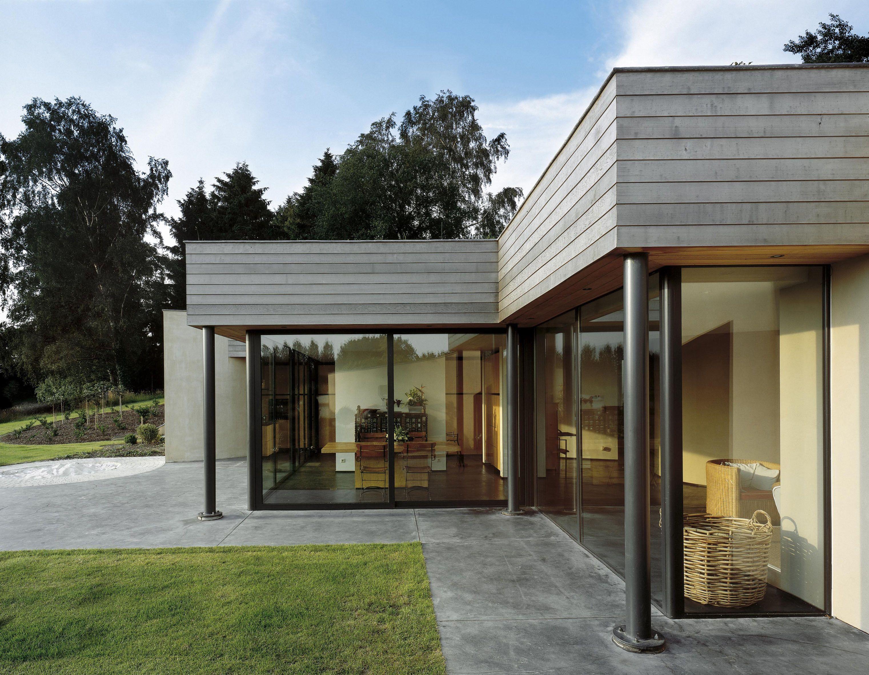 Ext rieur sol b ton menuiseries grises et bois la for Sol maison design