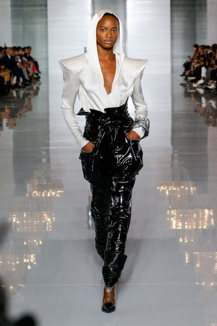 Balmain Spring Summer 2019 Ready-to-Wear Women's Collection #asymmetrischerschnitt