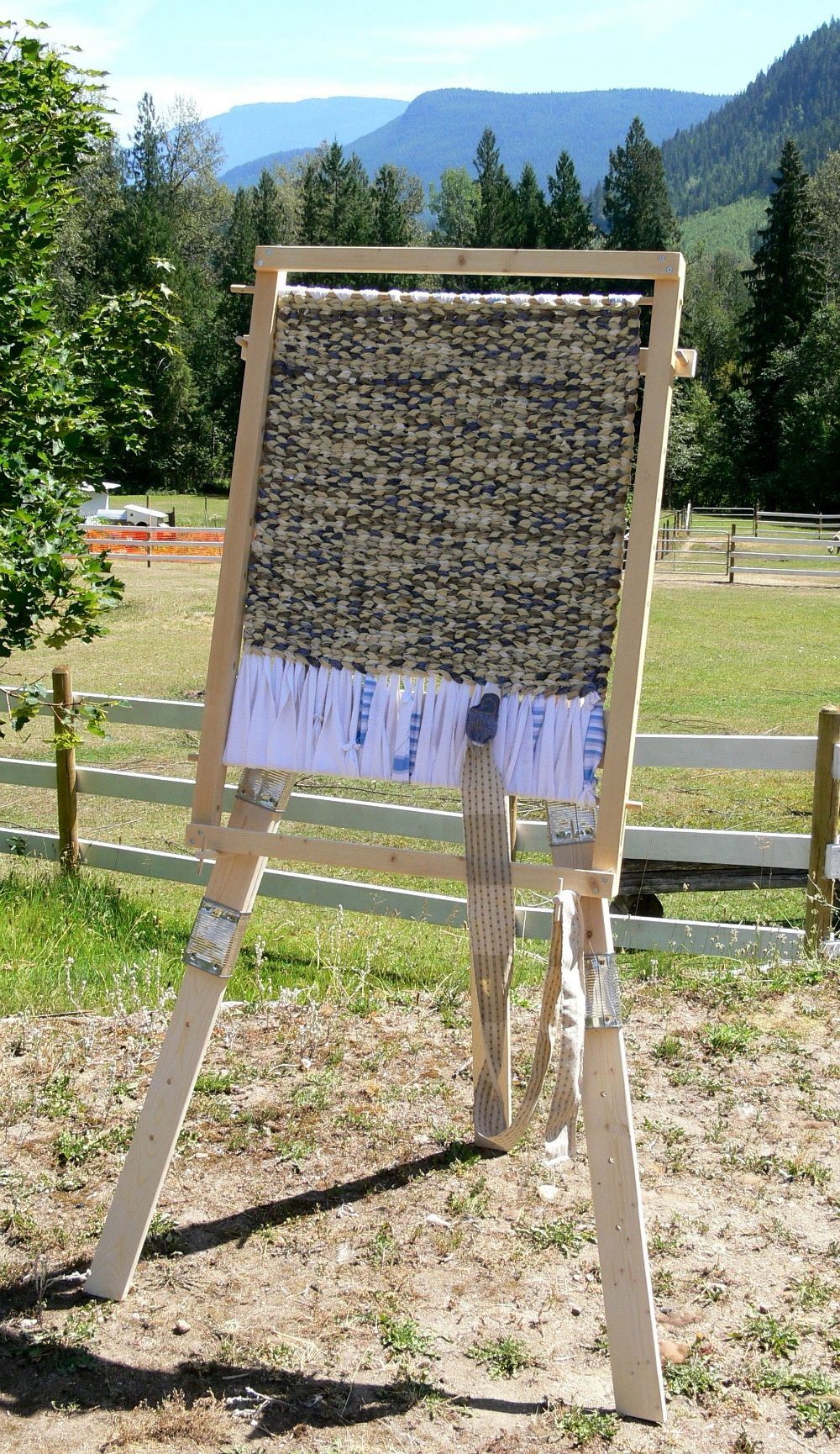 Fabric Rug Making Wyoming Breezes Being Framed Great Tutorial For How To Make A