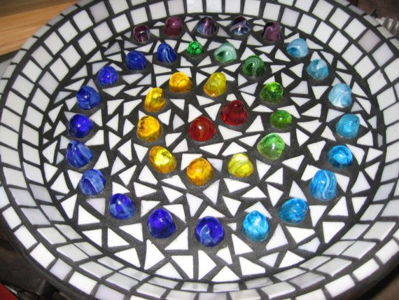The Glass Nuggets Giant Glass Gumdrops Black Grout And White Glass Tile Background Make The Colorful Gumdrops St Mosaic Glass Mosaic Birdbath Stone Mosaic