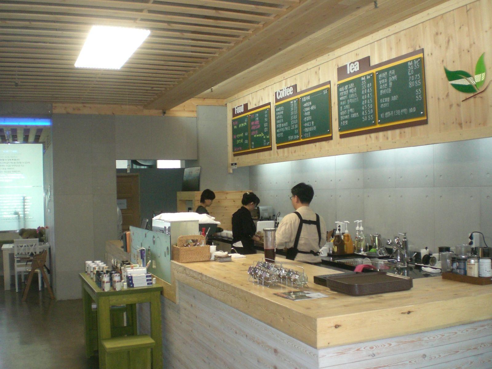 Citi-Farm Eco Cafe: Fresh Food, Low Impact   Juice bar design