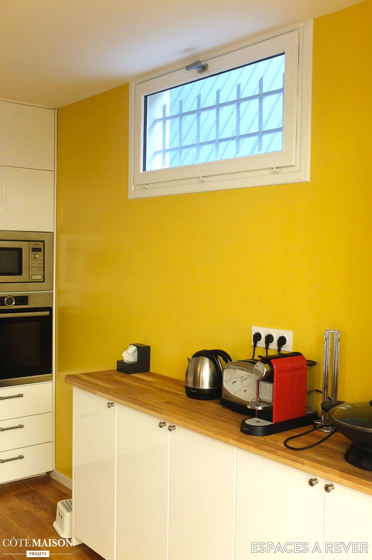 une cuisine au mur jaune d co cuisine pinterest murs jaunes r novation de la maison et mur. Black Bedroom Furniture Sets. Home Design Ideas