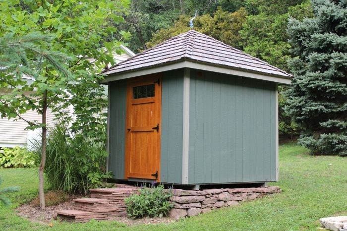 8 39 x8 39 painted hip roof garden shed with stained transom for Tops garden buildings