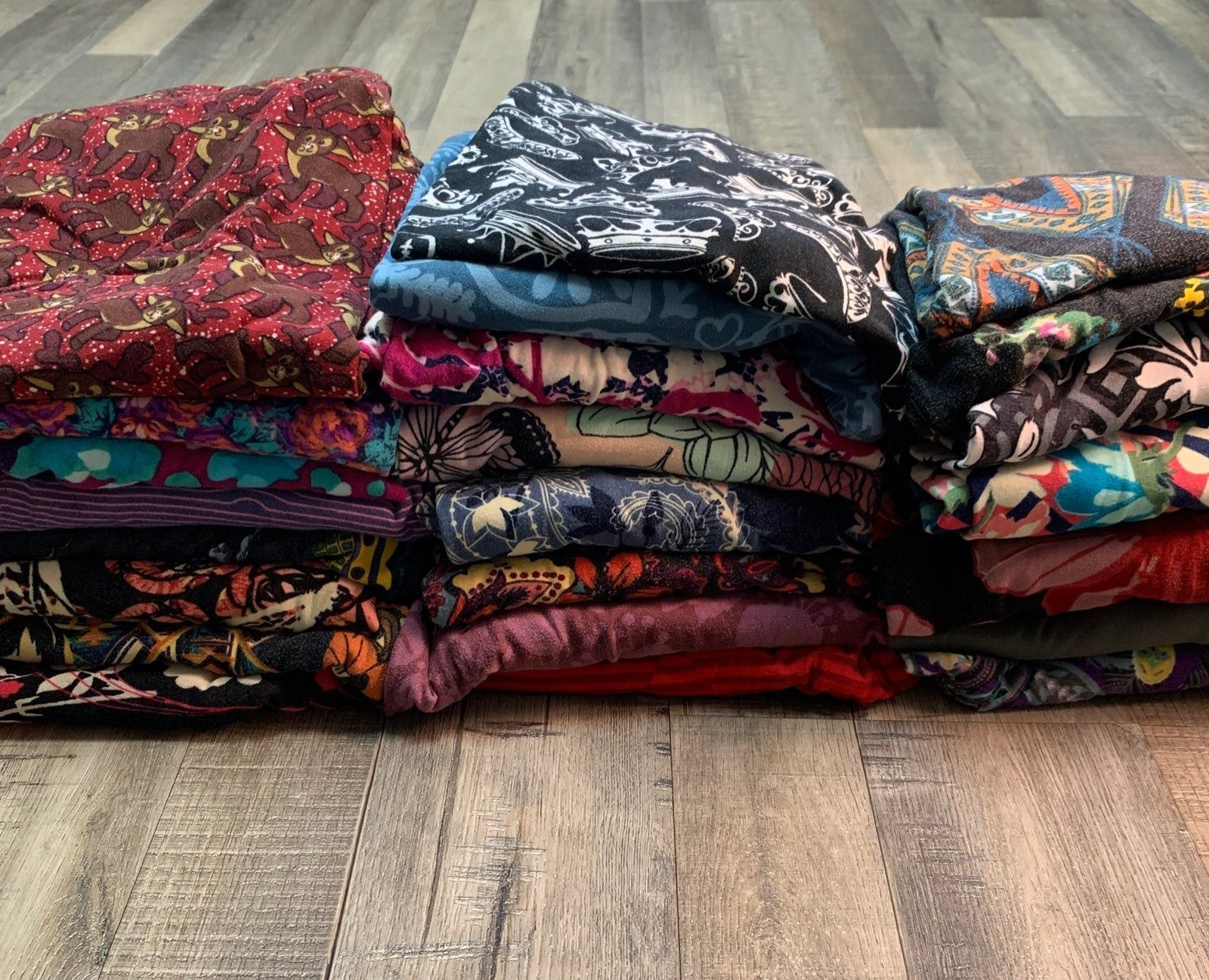 Lot Of 23 Pairs One Size Lularow Leggings Includes Htf Prints Like Crowns Disney Christmas Cruise Ships Lots Of Fl Lularoe Leggings Christmas Cruises Pairs
