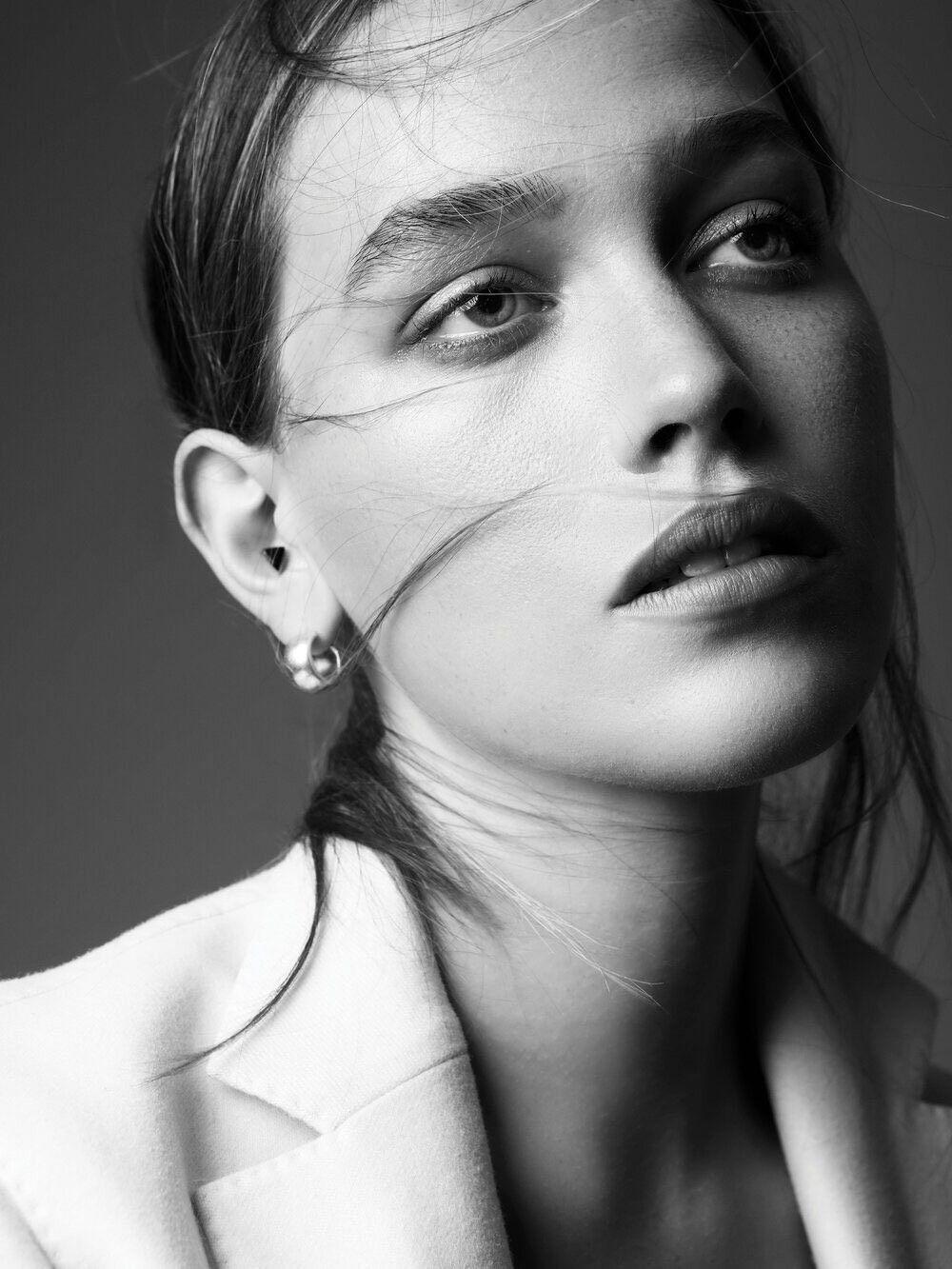 Victoria Pedretti In 2020 Victoria Celebrity Wallpapers Celebrity Skin Care