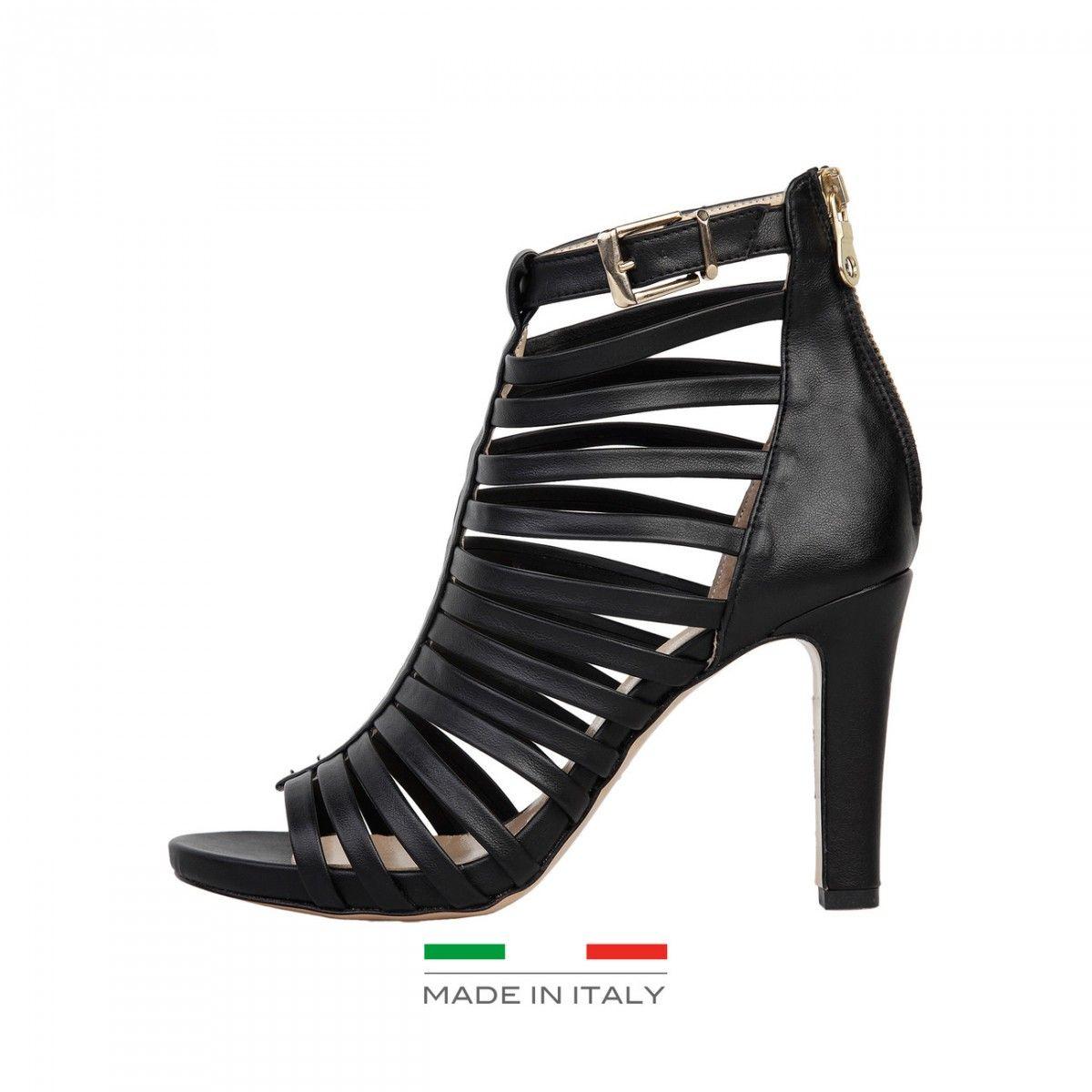 4a79e7cfc5 Fekete színű, magassarkú Versace1969 női szandál. Felsőrész:műbőr,  talpbetét:bőr, talp:bőr, sarok:9,5 cm