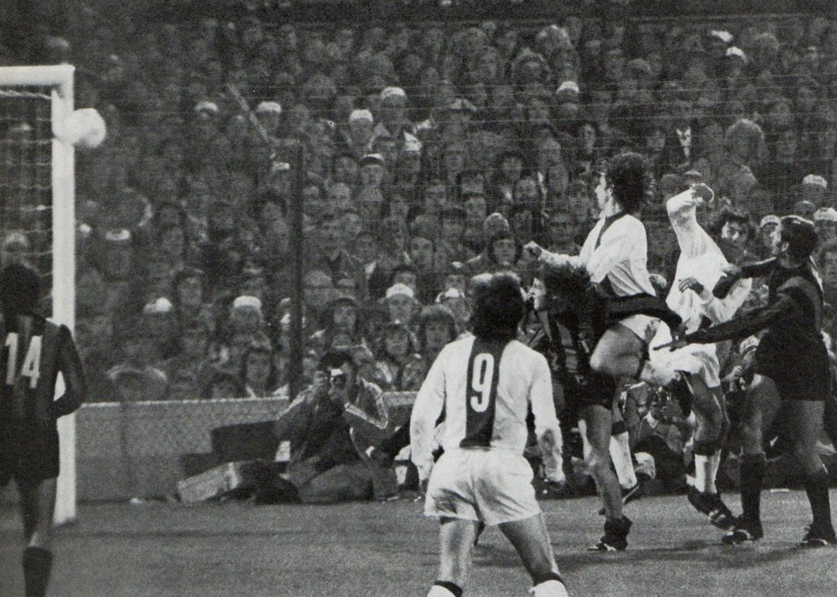 Ajax 2 Inter Milan 0 In May 1972 In Rotterdam Johan Cruyff Scores With A Header In The European Cup Final Champions League Final European Cup Cup Final