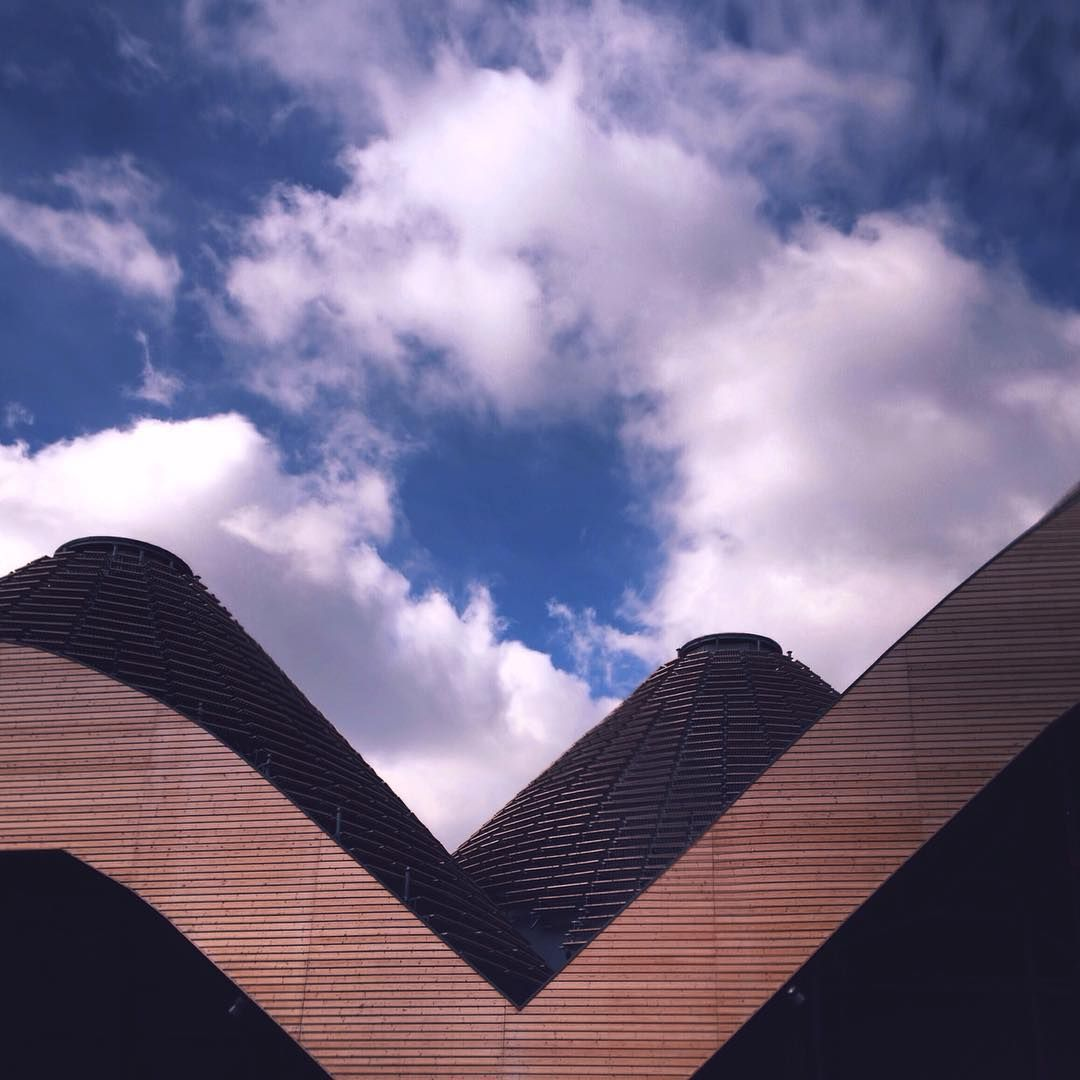 Vedo nuvole in viaggio che hanno la forma delle cose che cambiano.. #milano #milan #expo2015 #expo2015milano #expomilano #milanoexpo #ceilings #architecture #archilovers #design #structure #pavilion #sky #skyporn #skylovers #clouds #cloudporn #cloudscape #milanodavedere #whywelovemilano #picsofmi #volgomilano #loves_milano #myshots #whatIsee #ig_milan #igers #igersitalia #igersroma #igersmilano by giuse1908