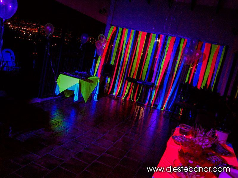 Decoracion tela neon buscar con google 15 pinterest neon party and birthday party ideas - Decoraciones de restaurantes ...