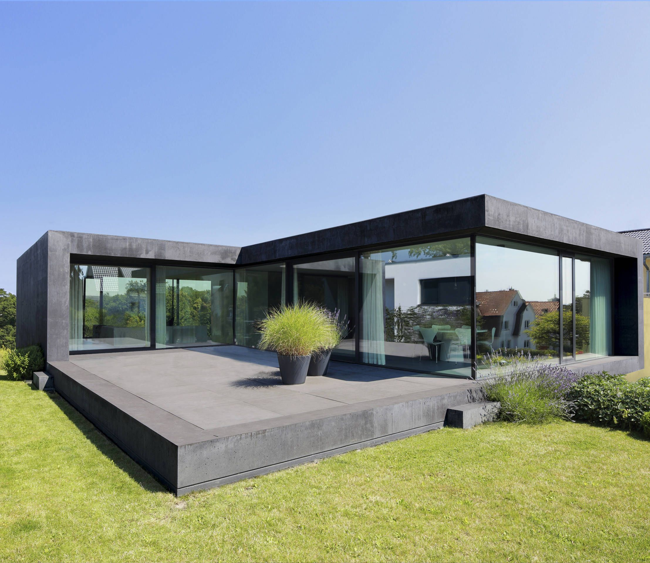 11 sensationelle h user mit viel glas glas architektur for Modernes haus nrw