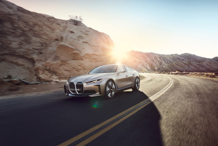 2020 Bmw Concept I4 Previews 3 Series Sized Electric Car En 2020 Bmw Concepto Bmw Gran Coupe