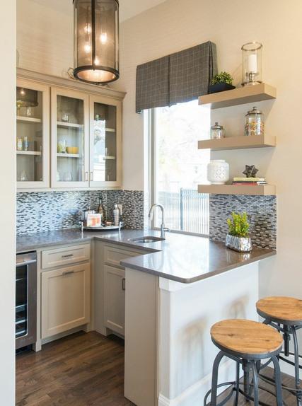 فى مساحات المطابخ الصغيرة يفضل اننا ننفذ ديكور المطبخ المفتوح يعطى احساس بالاتساع و بشكل جميل Kitchen Design Small Kitchen Layout Interior Design Kitchen