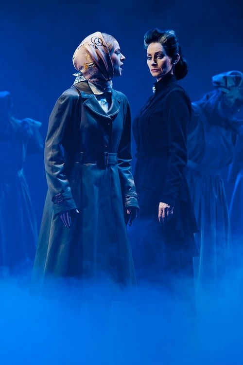 Pia Douwes And Lucy Schrer In Rebecca Das Musical Prologue Ich Han Getraumd Von Manderly Musical Lucy De Winter
