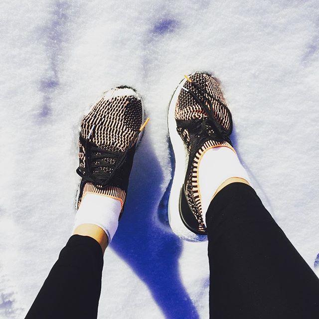 Zadam! Nyt ne saapuivat Suomeen upouudet adidas Ultraboostit. Näillä on hyvä pöllyttää lunta ja suunnitella juoksukauden tavoitteet!Stay tuned kutsumme sinut kanssamme juoksemaan! #whyirun #yhteistyö #ellexadidas #adidasrunnersxelle #ultraboost @adidassuo